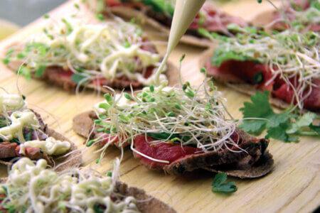Silmusalaatti resepti - Lottenin Carpaccioleivät