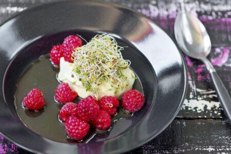 Silmusalaatti resepti - Vihreä tee -pannacotta ja makeat Silmut