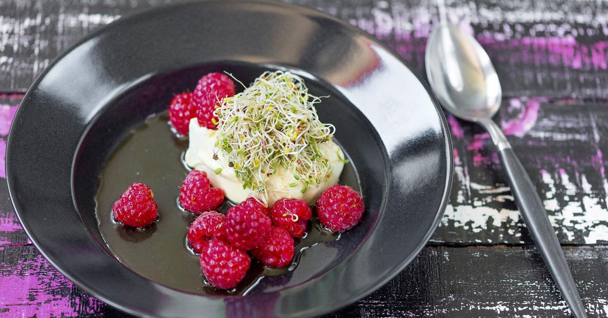 Silmusalaatti resepti - Vihreä tee -pannacotta ja letkeän makeat Silmut