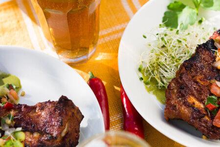 Silmusalaatti resepti - Rouskuva salsa ja Tulinen korianterikastikkeella