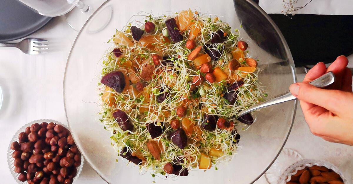 Silmusalaatti resepti - Salaatti punajuurella ja persimonilla