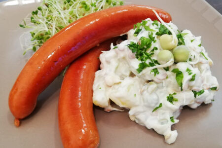 Silmusalaatti resepti - Rouskuva Perunasalaatti ja nakkeja vapuksi