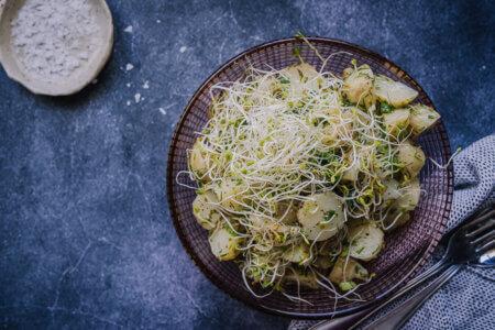 Silmusalaatti resepti - Alfalfa-perunasalaatti