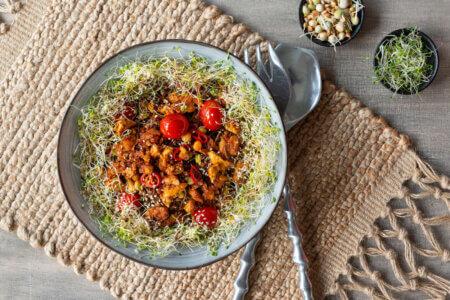 Silmusalaatti resepti - Paistetut nuudelit tofun ja Silmusalaatin kera