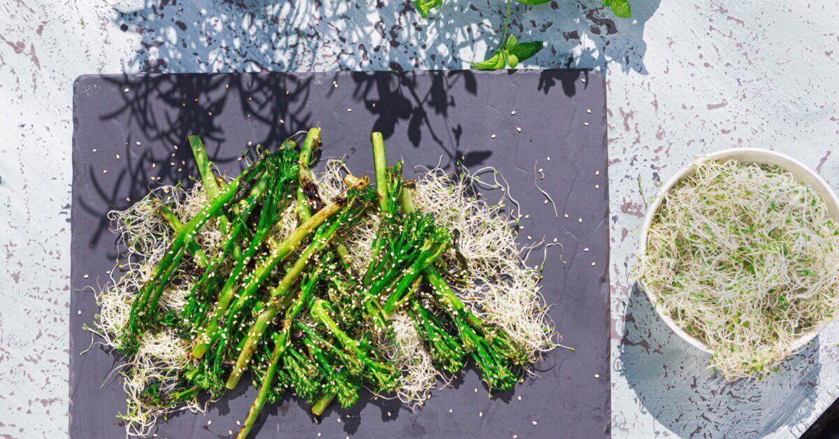Silmusalaatti resepti - Korealaista grillattua broccolinia silmupedillä