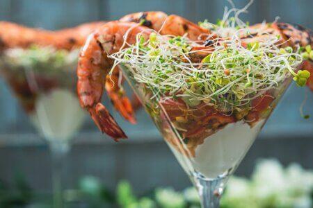 Silmusalaatti resepti - Grillattuja jättirapuja ja Bloody Mary -cocktailsalaatti
